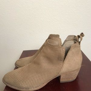 Dolce Vita size 7 perforated  booties